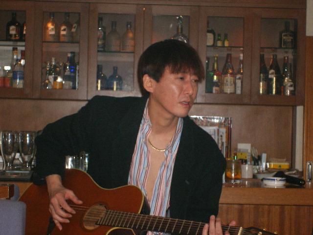新宿・歌舞伎町「ふらんす屋」での、ミニコンサートに向けてのリハーサル風景